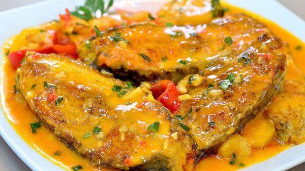 Moqueca de peixe pode ser feita com variados peixes brancos
