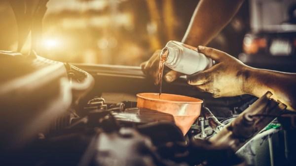 Óleo lubrificante ajuda a reduzir o ruído, o calor e o desgaste de motores