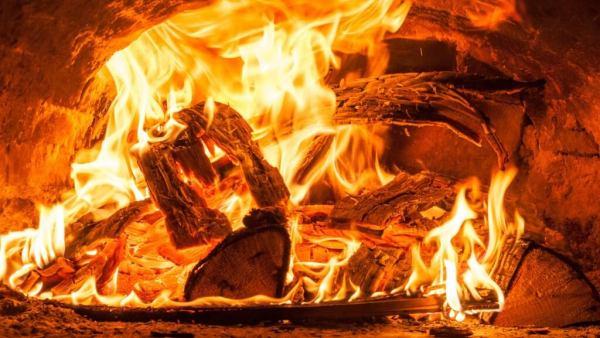 Lenha é a madeira tipicamente usada como combustível