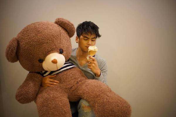 Isariy Patharamanop (aka The Hunz) with Teddy Bear