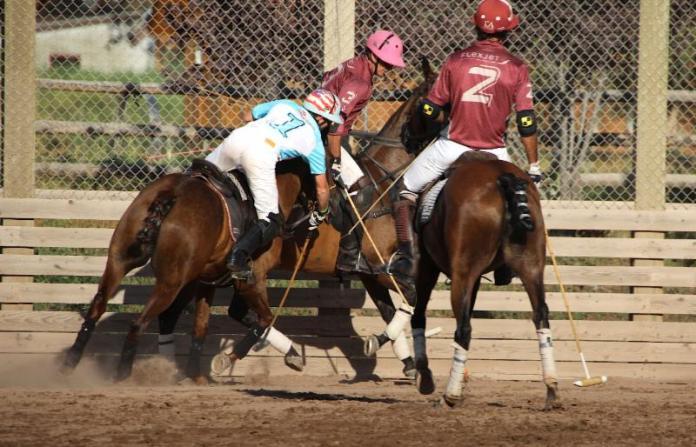 Grant Ganzi of Casablanca battles for the ball with Flexjet_s Juan Bollini and Alejandro Novillo Astrada.