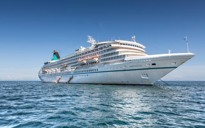 Das Kreuzfahrtschiff «MS Artania» (undatiert). An Bord des derzeit vor Australien ankernden deutschen Kreuzfahrtschiffs sind mindestens sieben Menschen am Coronavirus erkrankt. Foto: -/Phoenix Reisen/dpa