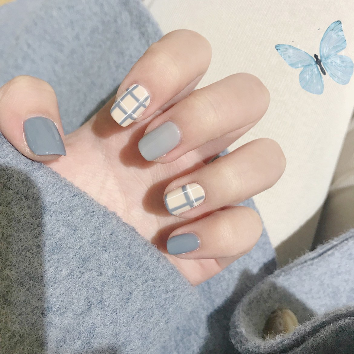 Classic Blue Plaid Short Nails Art 1