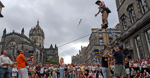 Street performers on Royal Mile