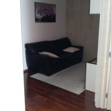 Увеличить - Объект №5091766-lotс Беляева Отличная, светлая, просторная квартира. Изначально была студией, сейчас есть отдельная спальня и гостиная. Есть панорамные окна с видом на Ростов. Ремонт по дизайн-проекту. Все в идеальном состоянии - это действительно так. Два встроенных шкафа-купе, вся мебель (кожаный диван, кровать, т.д.) и техника остается в квартире (телевизор, холодильник, стиральная машина, сенсорная вытяжка, сенсорная варочная панель, духовой шкаф и т.д.).: ,
