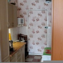 Увеличить - Объект №6204594-lotс Ленина Продатся гостинка в хорошем состоянии. Встроенная кухня, окно м/пл, новая сантехника. Остатся вся мебель и холодильник.: ,