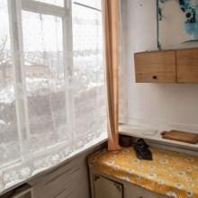 Увеличить - Объект №7301369-lotн Ставского Продается 2-х комнатная квартира в собственности. Первый этаж, двухэтажного строения. Санузел раздельный, большая кухня, прихожая, веранда. Собственное отопление. Есть свой подвал. Продажа с мебелью, позволяющая заехать и жить. В шаговой доступности вся необходимая инфраструктура. Район