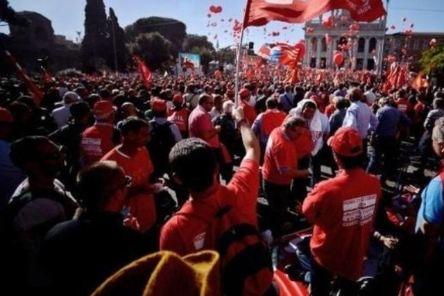Comme déjà le 25 octobre dernier (photo), les Italiens s'apprêtent à nouveau à descendre dans la rue pour dénoncer les politiques économique et sociale du gouvernement de Matteo Renzi.