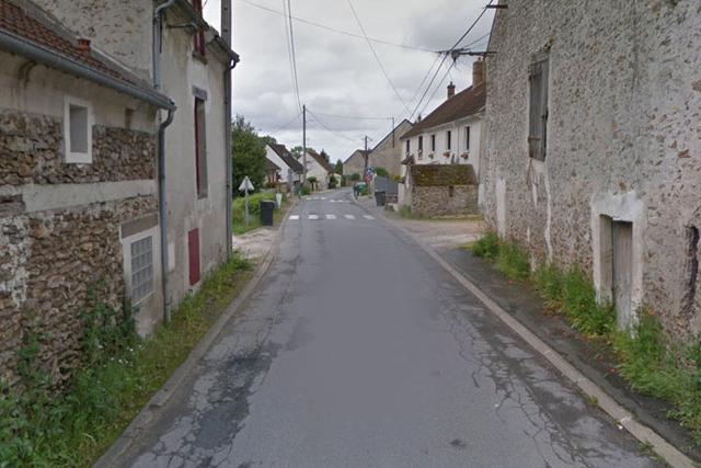Mardi 22 novembre dernier, une patrouille de police qui circulait rue du Château, à Mouroux (F), a repéré un visage juvénile, au volant d'une Renault Clio circulant en plein centre du village.