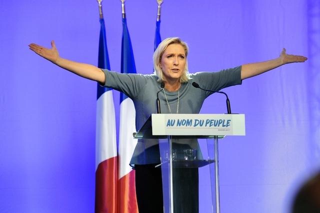 Marine Le Pen lors de son discours à l'université d'été du FN à Fréju. (Dimanche 18 septembre 2016)