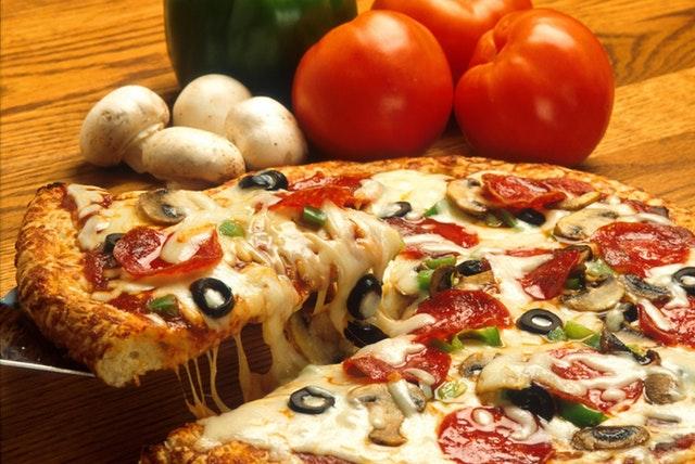 vegetables italian pizza restaurant