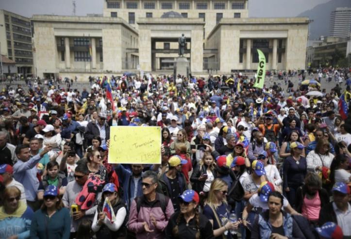 Resultado de imagen para venezolanos en marchas de bogota