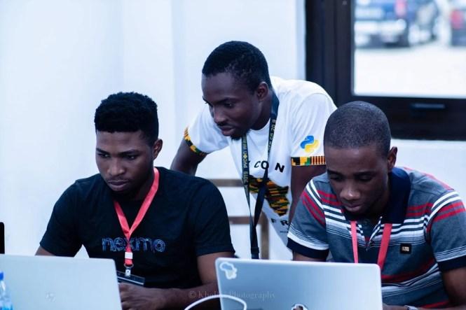 Un groupe de développeurs lors d'une session de sprints chez Pycon Africa
