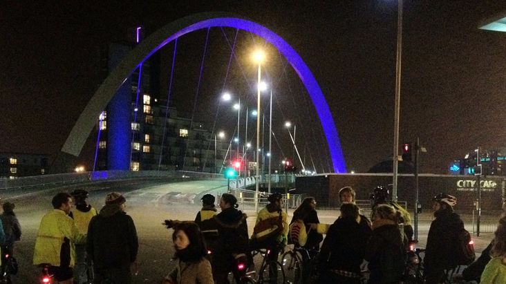 Mass of Cyclists before the Squinty Bridge
