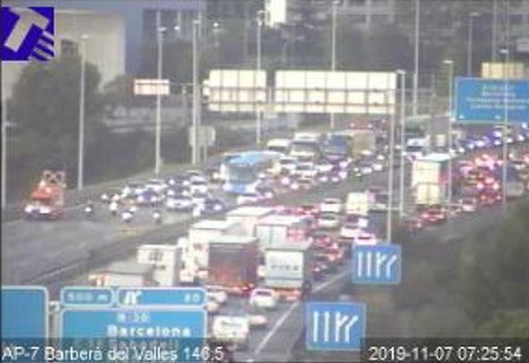 Dos accidents a l'AP-7 han generat 11 kms de cua entre Barberà i Sant Cugat, aquest dijous