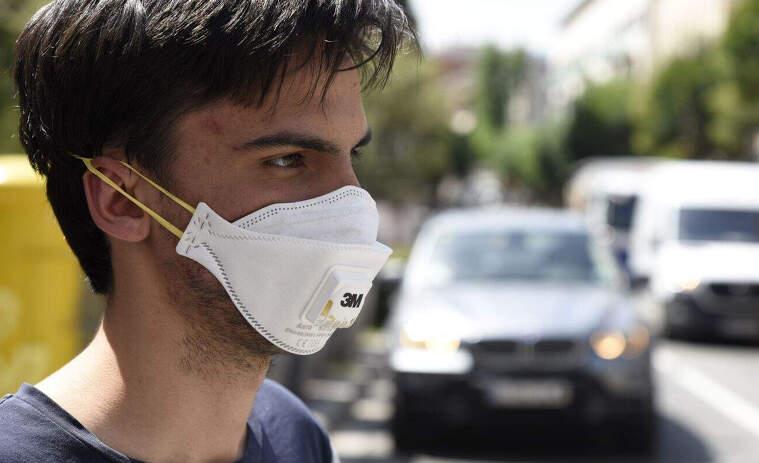 L'aparició del coronavirus a Catalunya ha disparat la venda de mascaretes al territori