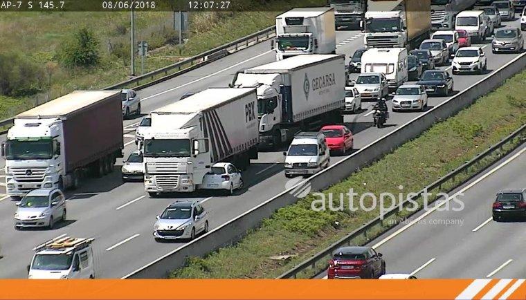 Imatge de l'accident a l'AP-7 a l'altura de Barberà del Vallès