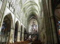 L'EPINE: nawa główna kościoła / nave of the church