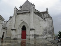 """""""Skrócona"""" fasada zachodnia kościoła"""