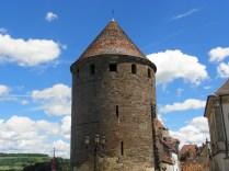 SEMUR-EN-AUXOIS: jedna z zamkowych baszt / one of local towers