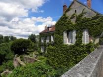 SEMUR-EN-AUXOIS: domy na dawnym podzamczu / houses under the walls