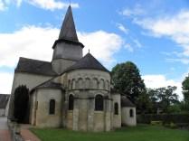ST-OUTRILLE: prezbiterium kościoła / apse of the church