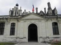 CHAMBORD: wejście do pałacu / entrance to the chateau