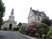 CHAMBORD: kaplica na zamkowym terenie / chapel near the chateau