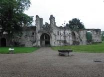 JUMIEGES: dawny budynek klasztorny / former cloister