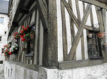 CHARTRES: STARY DOM DREWNIANY / OLD WOODEN HOUSE