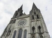 CHARTRES: zbliżenie na zachodnią fasadę katedry / close up of the west facade