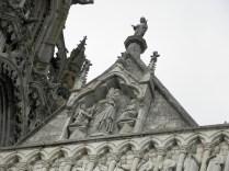CHARTRES: szczyt fasady zachodniej katedry / top of the west facade