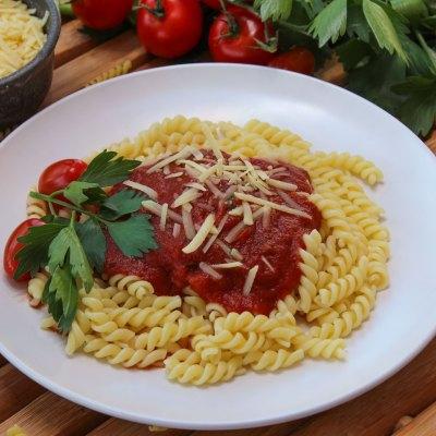 Fusilli mit Tomaten-kräutersauce