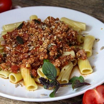 Rigatoni mit veganer Bolognese