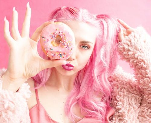 girl with pink hair, how to bleach and dye hair at home
