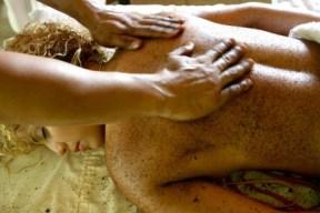 massaggio con fondi di caffè