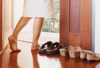 togliersi le scarpe
