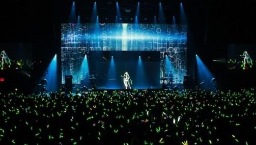 meet-hatsune-miku-the-japanese-hologram-pop-star-who-will-revolutionize-the-music-industry-1422362431024