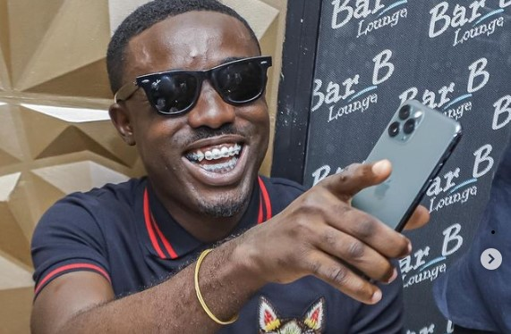 Criss waddle fights bloggers