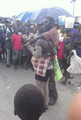 Two Mad Lovers Cause Stir As They Chop Love On The Streets -WATCH