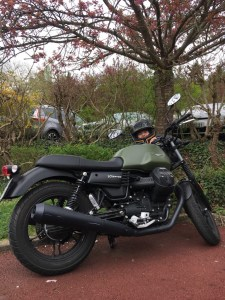 balade moto Guzzi v7 iii stone sur la route des crêtes