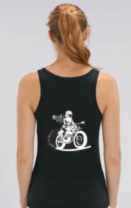 le débardeur noir fille au guidon est spécialement adapté aux motardes
