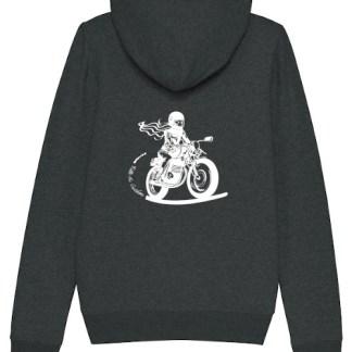 le sweat zipé anthracite fille au guidon porte une motarde sur le dos