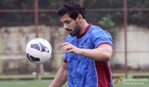 john-abraham-to-play-footballer-again-movie-stills_01
