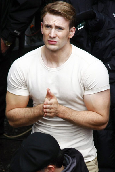 Chris Evans Captain America The First Avenger First Photos 03