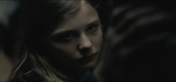 let-me-in-father-abby-touch-owen-abby-talk-blood-movie-clips