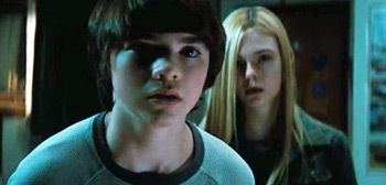 Elle Fanning, Joel Courtney, Super 8