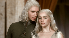Emilia Clarke, Harry Lloyd, Game of Thrones, Winter is Coming, 01