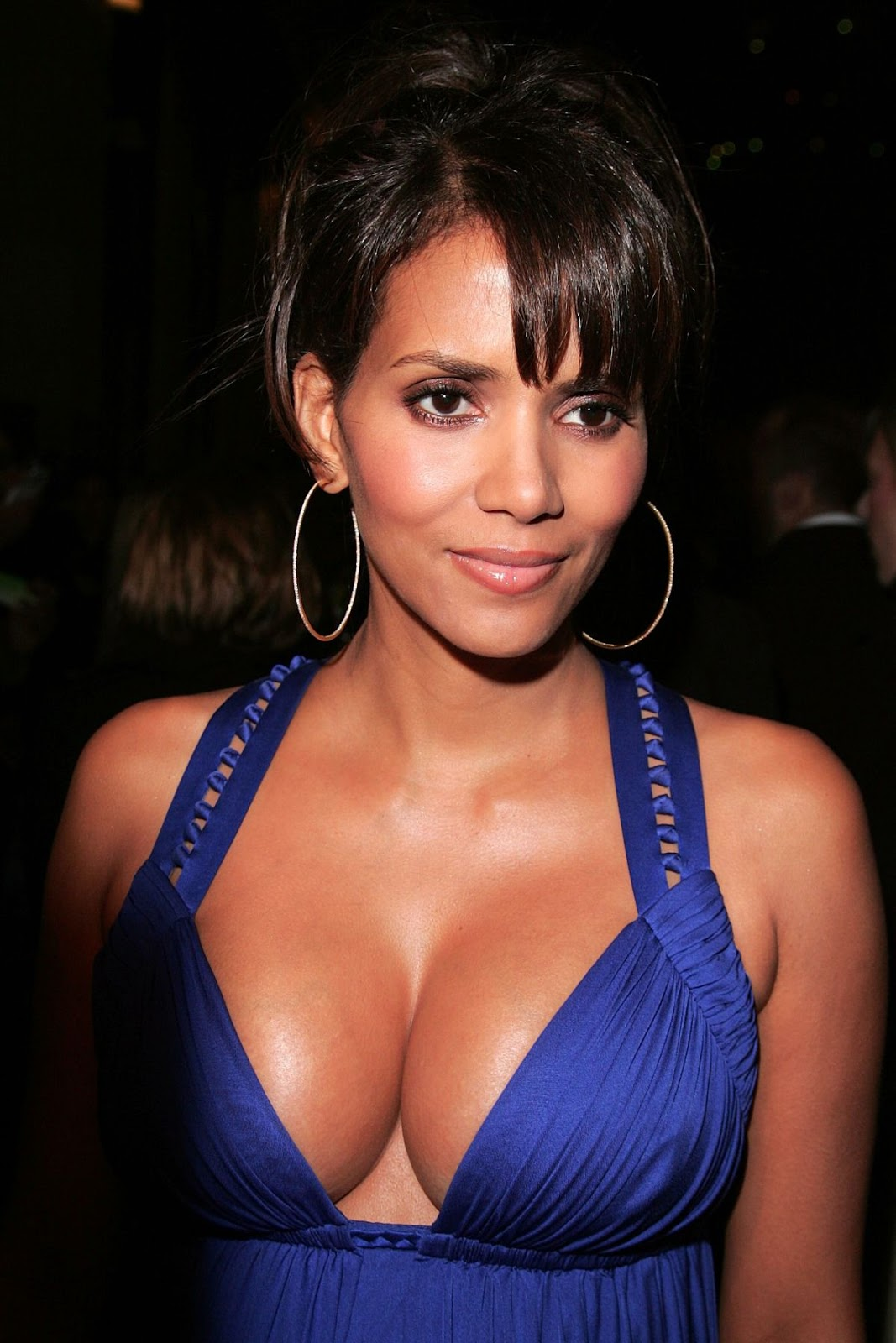Halle Berry Cleavage Nude Photos 60