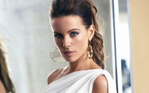 Kate Beckinsale white dress